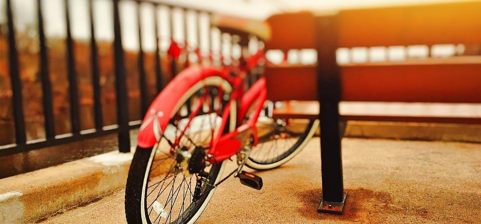 Fahrrad rot Sitzbank