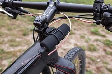 Goobay 58944 Bike Powerbank 5.0 mit 5000 mAh inklusiv Halterung zur Montage, Externer Akku Ladegerät für Samsung/HTC/Apple iPhone - 8